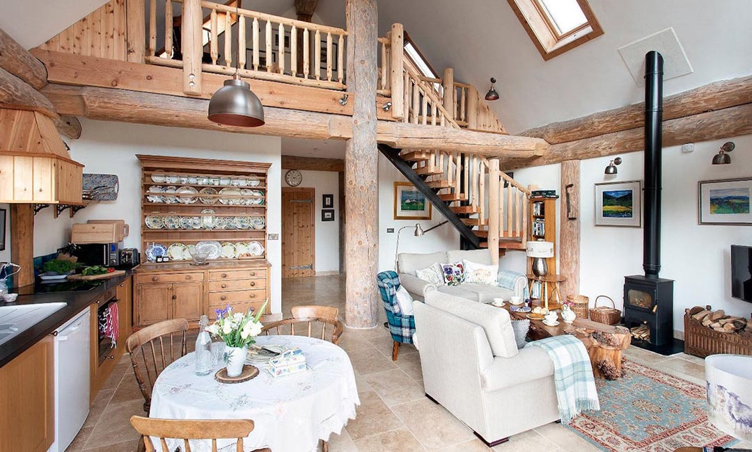 Fiddle Hill log home interior mezzanine